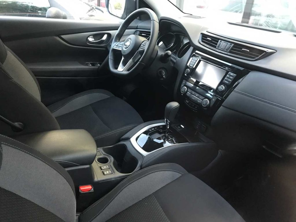 Интерьер Nissan Qashqai в каршеринге Делимобиль